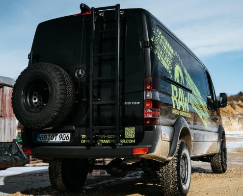 schwarz transporter raw logo offroad schmutz