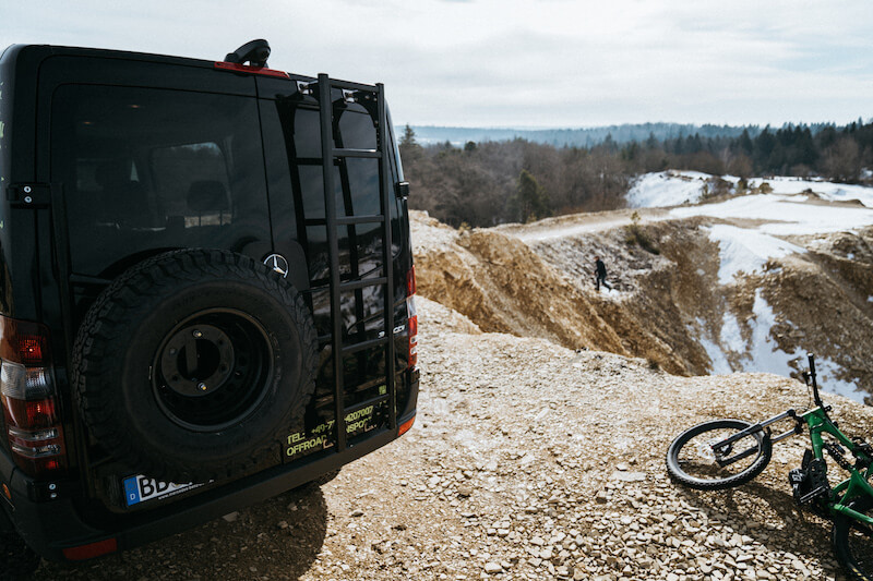 mercedes schwarz transporter natur fahrrad